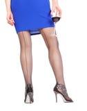 Προκλητικά μοντέρνα πόδια στις μαύρες καθαρές γυναικείες κάλτσες Στοκ Φωτογραφίες