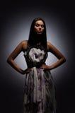 προκλητικές νεολαίες βλαστών μόδας brunette Στοκ Φωτογραφίες