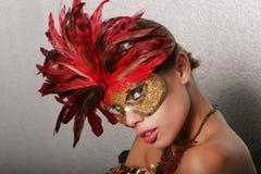 προκλητική γυναίκα μασκώ&nu στοκ εικόνα με δικαίωμα ελεύθερης χρήσης