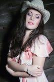 Προκλητική γυναίκα με το καπέλο κάουμποϋ Στοκ Φωτογραφίες