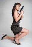 προκλητική γυναίκα πυροβόλων όπλων στοκ φωτογραφίες με δικαίωμα ελεύθερης χρήσης