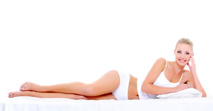 Προκλητική ευτυχής γυναίκα με το τέλειο όμορφο σώμα στοκ φωτογραφίες με δικαίωμα ελεύθερης χρήσης