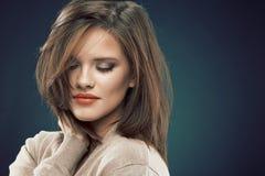 Προκλητικός φανείτε πρόσωπο της όμορφης νέας γυναίκας Στοκ εικόνες με δικαίωμα ελεύθερης χρήσης