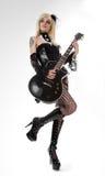 Προκλητικό κορίτσι με την κιθάρα στοκ φωτογραφία με δικαίωμα ελεύθερης χρήσης
