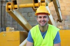 Προκλητικό νέο χαμόγελο εργατών οικοδομών στοκ εικόνες