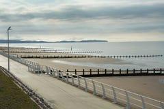 Προκυμαία με τα groynes Στοκ φωτογραφίες με δικαίωμα ελεύθερης χρήσης
