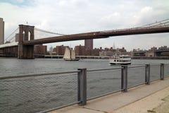 Προκυμαία στο πάρκο Νέα Υόρκη γεφυρών του Μπρούκλιν στοκ φωτογραφίες με δικαίωμα ελεύθερης χρήσης