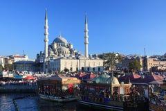 Προκυμαία της Ιστανμπούλ με το μουσουλμανικό τέμενος Στοκ Εικόνα