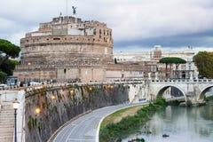 Προκυμαία του ποταμού Tiber και Castle του ιερού αγγέλου Στοκ φωτογραφία με δικαίωμα ελεύθερης χρήσης
