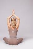 Προκλητικά ενδύματα μορφής σωμάτων ικανότητας αθλητικής γιόγκας γυναικών ομορφιάς pilates στοκ φωτογραφία