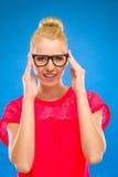 Προκλητικά και έξυπνα γυαλιά εκμετάλλευσης κοριτσιών. Στοκ φωτογραφίες με δικαίωμα ελεύθερης χρήσης