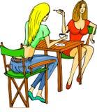 Προκλητικά κορίτσια που κουβεντιάζουν και που έχουν τον καφέ απεικόνιση αποθεμάτων