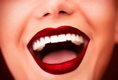 Προκλητικά κόκκινα χείλια Στοκ εικόνα με δικαίωμα ελεύθερης χρήσης