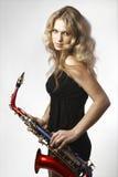 Προκλητικές ελκυστικές γυναίκες με το saxophone Στοκ εικόνα με δικαίωμα ελεύθερης χρήσης