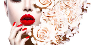 Προκλητική γυναίκα με τα λουλούδια Στοκ Εικόνες