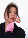 Προκλητική γυναίκα με το lollipop Στοκ Εικόνες