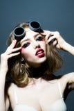 Προκλητική γυναίκα στα πειραματικά γυαλιά Στοκ εικόνες με δικαίωμα ελεύθερης χρήσης