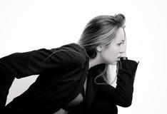 Προκλητική γυναίκα στο κοστούμι, μονοχρωματικός πυροβολισμός στοκ φωτογραφία με δικαίωμα ελεύθερης χρήσης