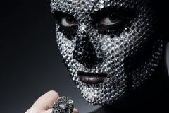 Προκλητική δημιουργική γυναίκα με τα ασημένια rhinestones Στοκ φωτογραφία με δικαίωμα ελεύθερης χρήσης