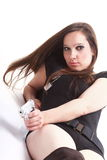 Προκλητική νέα γυναίκα - πυροβόλο όπλο που απομονώνεται στο λευκό Στοκ Εικόνες