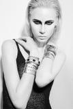 Προκλητική νέα γυναίκα με την ομορφιά hairsyle Στοκ Φωτογραφίες