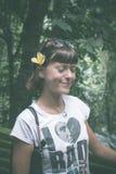 Προκλητική νέα γυναίκα ομορφιάς brunette σε ένα τροπικό δάσος του νησιού του Μπαλί, Ινδονησία Στοκ εικόνα με δικαίωμα ελεύθερης χρήσης
