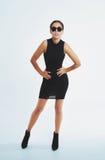 Προκλητική νέα γυναίκα σε ένα μαύρο σύνολο στοκ φωτογραφία με δικαίωμα ελεύθερης χρήσης