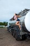 Προκλητικά νέα γυναίκα και φορτηγό στοκ φωτογραφία