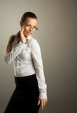 Προκλητική νέα επιχειρησιακή γυναίκα στα γυαλιά στοκ φωτογραφίες