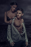 Προκλητική νέα φωτογραφία μόδας ζεύγους Στοκ φωτογραφία με δικαίωμα ελεύθερης χρήσης