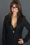 Προκλητικός γραμματέας που φορά τα γυαλιά Στοκ εικόνες με δικαίωμα ελεύθερης χρήσης