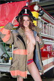 Προκλητικός θηλυκός εθελοντής πυροσβέστης στοκ φωτογραφία με δικαίωμα ελεύθερης χρήσης