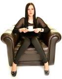 Προκλητικός καφές κατανάλωσης γυναικών Στοκ φωτογραφία με δικαίωμα ελεύθερης χρήσης