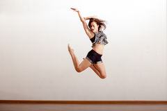 Προκλητικός χορευτής τζαζ στον αέρα Στοκ εικόνα με δικαίωμα ελεύθερης χρήσης
