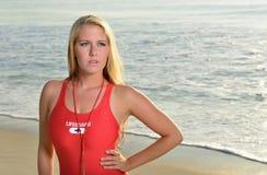 Προκλητικό θηλυκό lifeguard στην παραλία Στοκ εικόνα με δικαίωμα ελεύθερης χρήσης