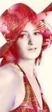 Προκλητικό κορίτσι με ένα καπέλο - έκδοση λουλουδιών Στοκ φωτογραφίες με δικαίωμα ελεύθερης χρήσης