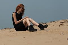Προκλητικό κορίτσι στην έρημο Στοκ εικόνα με δικαίωμα ελεύθερης χρήσης