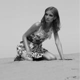 Προκλητικό κορίτσι στην έρημο Στοκ Εικόνες