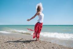 Προκλητικό κορίτσι στην παραλία Στοκ Φωτογραφία