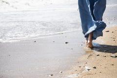 Προκλητικό κορίτσι στην παραλία Στοκ Φωτογραφίες