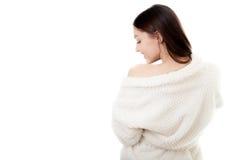 Προκλητικό νέο θηλυκό στο άσπρο μπουρνούζι Στοκ φωτογραφίες με δικαίωμα ελεύθερης χρήσης