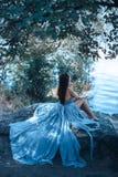 Προκλητικό πρότυπο πορτρέτο μόδας τέχνης Κορίτσι σε μια παραλία Στοκ Φωτογραφίες