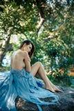 Προκλητικό πρότυπο πορτρέτο μόδας τέχνης Κορίτσι σε μια παραλία Στοκ φωτογραφίες με δικαίωμα ελεύθερης χρήσης