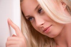 Προκλητικό όμορφο ξανθό κορίτσι στα εσώρουχα Στοκ φωτογραφίες με δικαίωμα ελεύθερης χρήσης