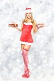 Προκλητικό δώρο Χριστουγέννων εκμετάλλευσης γυναικών Στοκ εικόνα με δικαίωμα ελεύθερης χρήσης