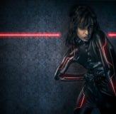 Προκλητικό brunette στο μαύρο κοστούμι λατέξ, σκηνή επιστημονικής φαντασίας, FA Στοκ εικόνα με δικαίωμα ελεύθερης χρήσης