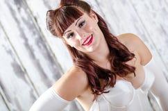 Προκλητικό Redhead κορίτσι pinup στοκ φωτογραφία με δικαίωμα ελεύθερης χρήσης