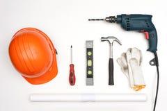 Προμήθειες εργαλείων, άσπρο υπόβαθρο εξαρτημάτων του εργάτη Στοκ Εικόνες