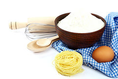 Προμήθειες και συστατικά για το ψήσιμο ή την παραγωγή των ζυμαρικών Στοκ Εικόνα