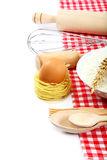 Προμήθειες και συστατικά για το ψήσιμο ή την παραγωγή των ζυμαρικών Στοκ φωτογραφία με δικαίωμα ελεύθερης χρήσης